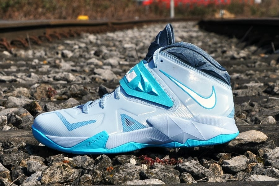 Nike Zoom Soldier VII in Light Armory Blue   White   Gamma Blue ... 120aba47e