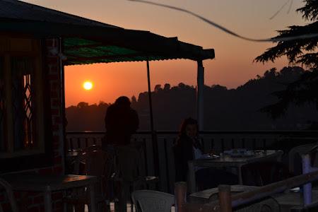 Village Meeting Point Cafe pana la apus