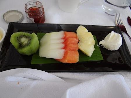 21. Fructe Qatar Airways.JPG