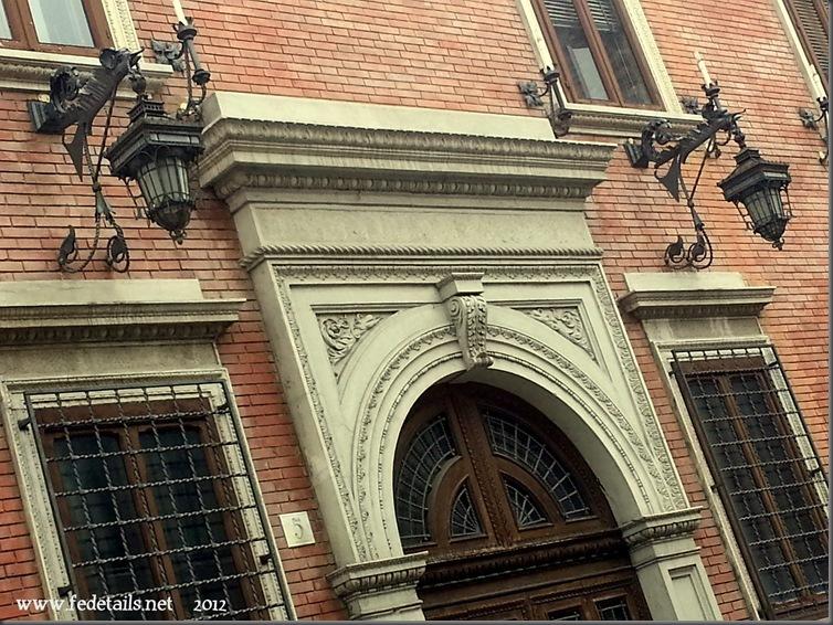 Lanterne di ferro battuto, Ferrara, Emiliaromagna, Italia - Wrought iron lanterns, Ferrara, Emiliaromagna, Italy - Property and Copyright of www.fedetails.net