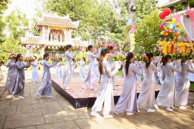IMG 1802 Đại lễ Phật đản PL 2557 tại Tu viện Quảng Hương Già Lam