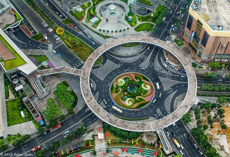 [صور] شاهدوا اجمل جسر دائري للمشاة في العالم lujiazui-pedestrian-