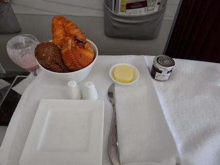 19. Mic dejun Qatar Airways.JPG