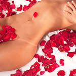 Andrea Rincon, Selena Spice Galeria 48 : Solo Para Ti, Corazon Petalos De Rosa En La Cama – AndreaRincon.com Foto 20