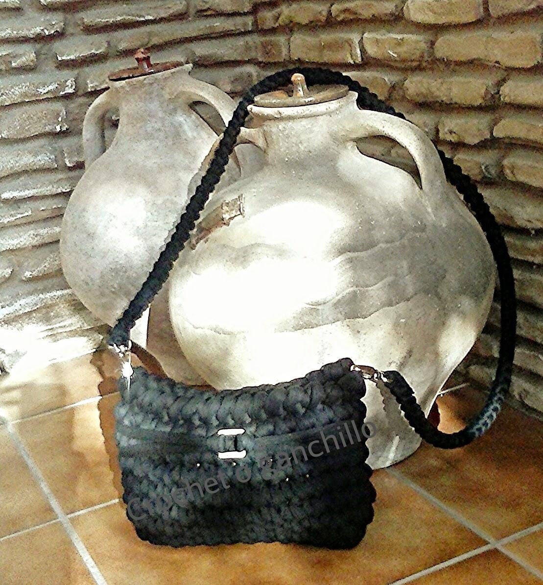 Crochet O Ganchillo: Bolso de trapillo negro by Crochet o