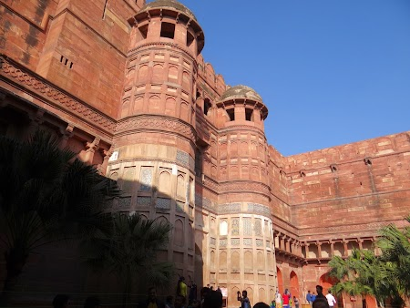 28. Intrare Agra Fort.JPG