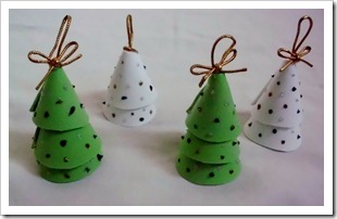 Little tree ornaments made with craft foam, glitter glue and gold cord.  Super easy.