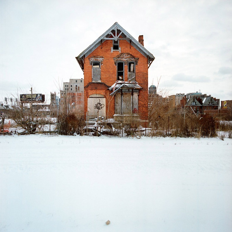 abandoned-detroit-homes16