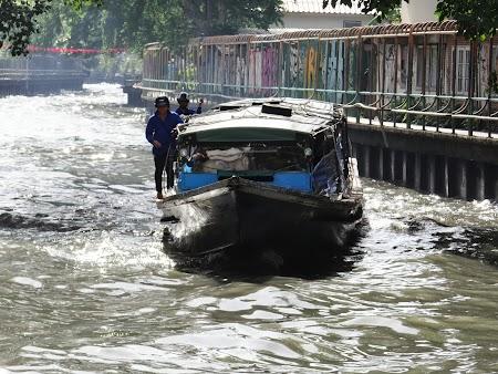 10. Vapor public pe canalec in Bangkok.JPG