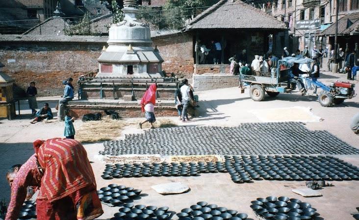 Imagini Nepal: la uscat de oale Bhaktapur.jpg