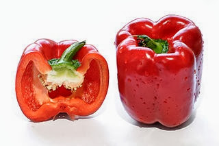 Red_capsicum_and_cross_section