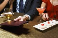 Готовы ли мужчины оплачивать счета?