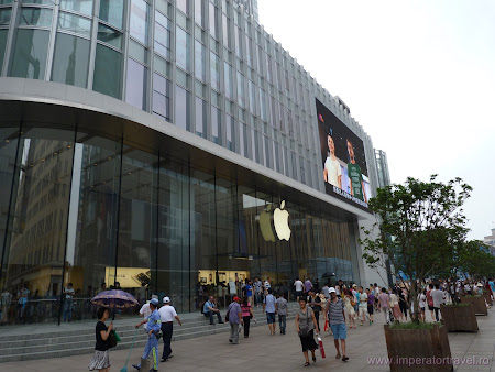 1. Apple Store Shanghai.JPG