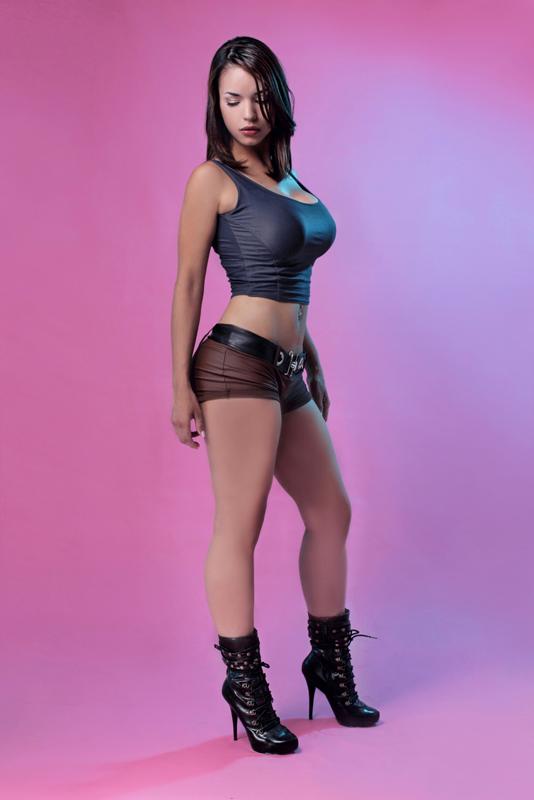 https://lh3.ggpht.com/-XPSK2HjRNcU/UdAXh0g6ngI/AAAAAAAAACA/pfhfRCk01a4/s800/Indhira-Núñez-lara-croft-cosplay-2.jpg