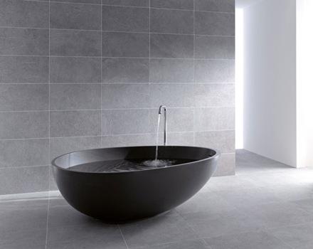 bañera-negra-con-diseño-ovalado