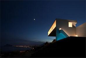 Casa-en-el-acantilado-de-Fran-Silvestre-Arquitectos