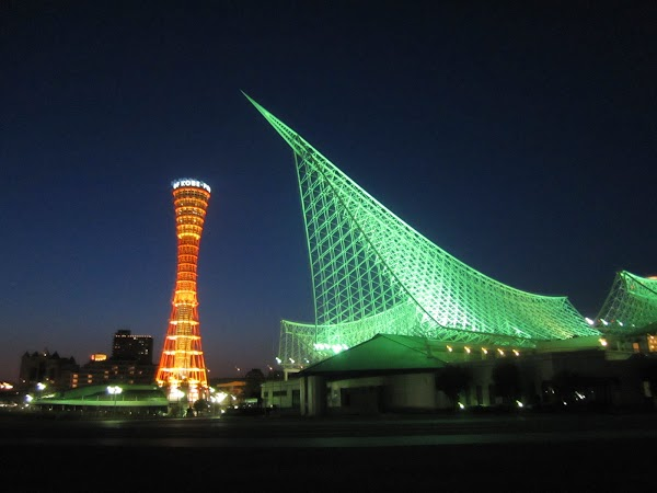 Obiective turistice Japonia: turnul Kobe si muzeul marinei.jpg