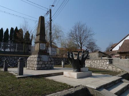 Imagini Alba Iulia: Obelisc Horia, Closca si Crisan.JPG