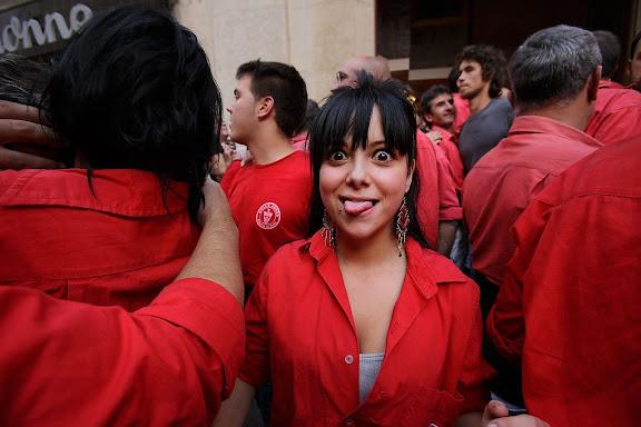 Colla Joves Xiquets de Valls, alegria al final de la diada. Diada castellera de la Fira de Santa Úrsula a Valls a la plaça del Blat. Valls, Alt Camp, Tarragona