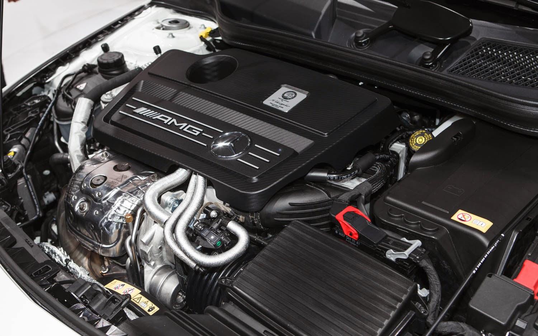 2014-Mercedes-Benz-CLA-45-AMG-mechbox