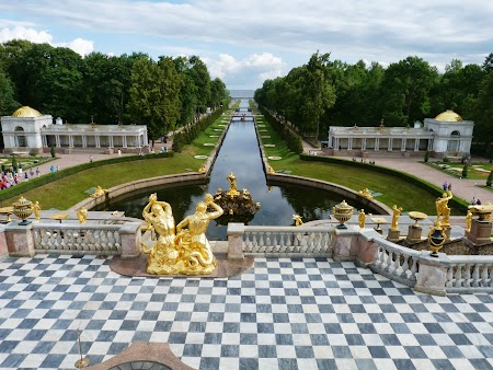 Obiective turistice Rusia: Parcul palatului cu statui aurite