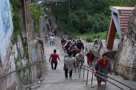 Obiective turistice Kathmandu: urcand spre templu