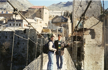 1998. pe podul de la Mostar.jpg