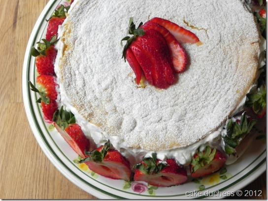 summer-strawberry-cake-1