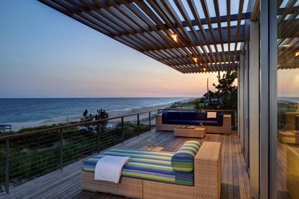 Fachada-con-terraza-de-madera