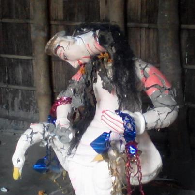 গাইবান্ধা জেলার সুন্দরগঞ্জ থানার গনশারহাট এলাকায় গত ২৮/২/২০১৩ তারিখে সন্ত্রাসী মুসলিমদের হাতে ধ্বংসপ্রাপ্ত সরস্বতী দেবীর প্রতিমা