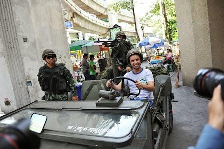 Straini cu armata thailandeza.jpg