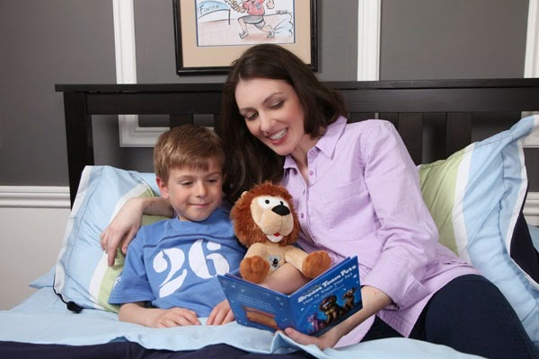 [mother-and-son-reading-with-lion%255B2%255D.jpg]