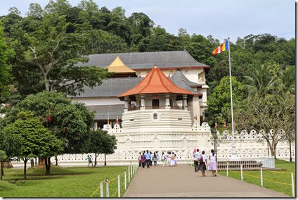 Front_view_of_Temple_of_the_Tooth,_Kandy