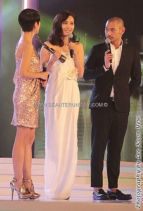 Starhub TVB Awards 2012 Actress Chen FaLa My Favourite TVB Female Character Queens of Diamonds Hearts Chung Mo Yim Slink white dress SK diamond jewellery Singer new album Soo kee Astrid Chan gold sequins dress glittery high heels