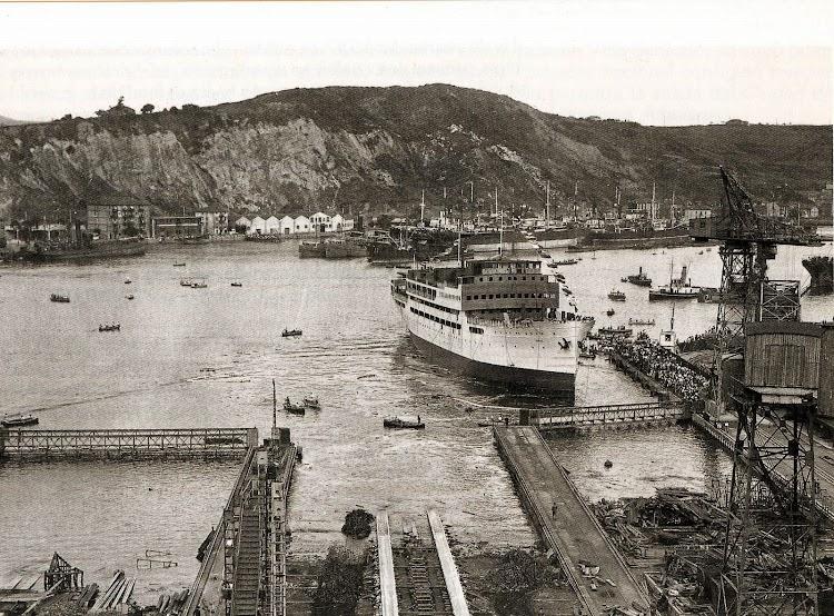 Botadura del buque DOMINE en los astilleros S.E. de C.N. Foto del libro.jpg