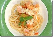 Spaghettoni al rintrocilo con scampi, pomodori e zucchine