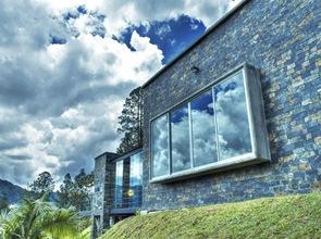 casa-fachada-piedra-negra