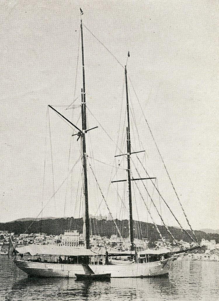 El SERVA-LA-BARI en el puerto de Palma. De la revista Journal de la Marine. Le Yacht. Año 1933.jpg
