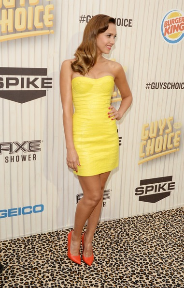 Jessica-Alba-Spike TV Guys Choice 2013 Red Carpet