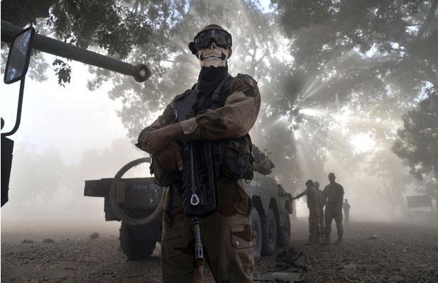 Le légionnaire au foulard aurait été rapatrié et puni de 40 jours d'arrêt dans monde mali+soldat+masqu%25C3%25A9+cagoule+d%25C3%25A9sert+tete+de+mort+