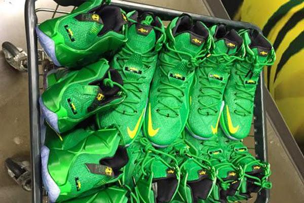 First Look at Oregon Ducks8217 Nike LeBron 12 PE ... 0ee123971ed5