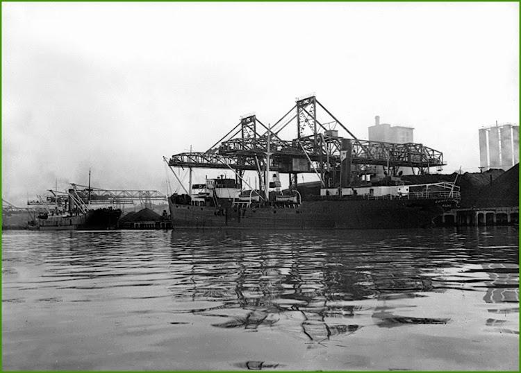 21 de octubre de 1952. El CONDE DE ZUBIRIA atracado en Sestao. De la web Sestao en el Recuerdo.jpg