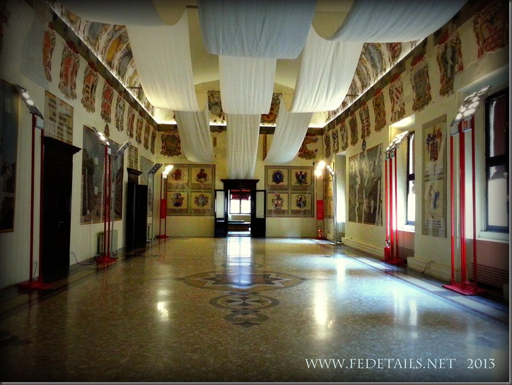Dentro al Castello Estense, La sala degli Stemmi, Foto1, Ferrara, EmiliaRomagna,Italia - Inside the Estense Castle, The Hall Coat of Arms, Photo1, Ferrara, EmiliaRomagna, Italy - Property and Copyrights of FEdetails.net