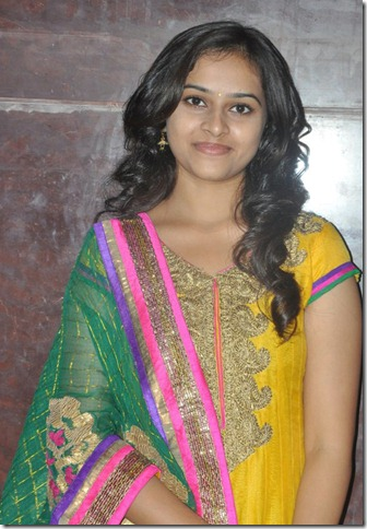 Actress Sri Divya at Varuthapadatha Vaalibar Sangam Press Meet Photos