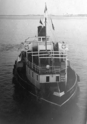 El tender GIBEL DERIF (III), antes tender CAID, tomada desde el HMS DUNERA. Foto Flickr.jpg