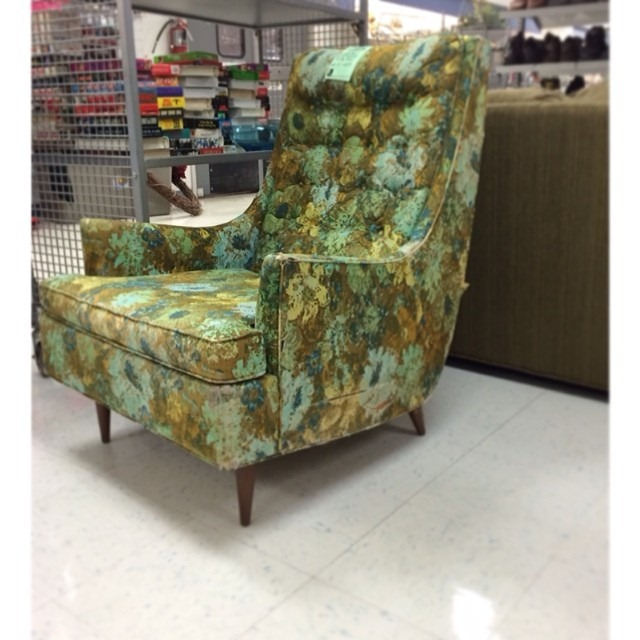 ashley_biggerthanthethreeofus mid century chair