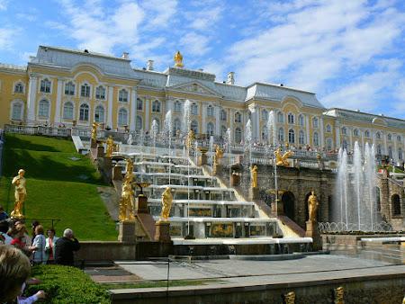 8. palat Peterhof Rusia.JPG