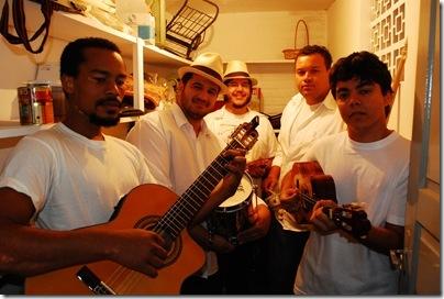 Para criar sua nova programação musical dos domingos, o Citra Bar foi beber  nas raízes do samba. O grupo Combinado Silva Só, especializado no mais ... 18918952b0