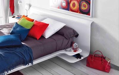 La colección Pasión tiene la mesita integrada en la cama. Muy original