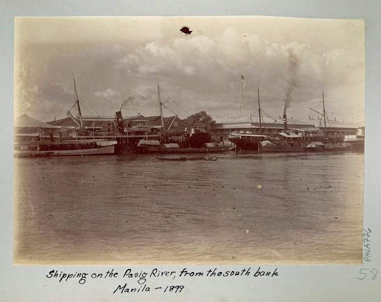Año 1899. Rio Pasig. El PEDRO DE SOTOLONGO con el casco pintado de negro. Foto de la web Trove.jpg